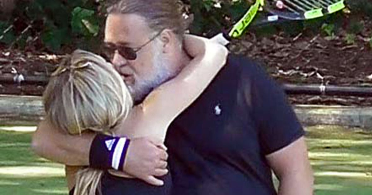 Russell Crowe shares tender kiss with rumoured girlfriend 26 years his junior