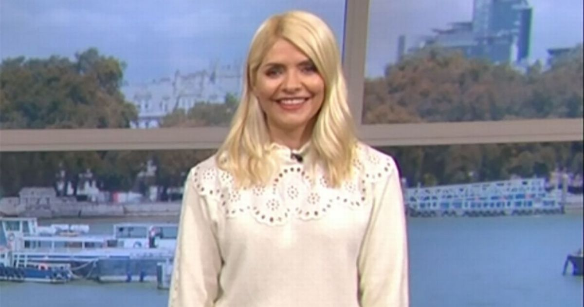 Holly Willoughby suffers awkward wardrobe malfunction while on This Morning