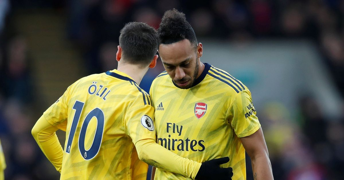 Mesut Ozil picks his side in Pierre-Emerick Aubameyang and Toni Kroos row