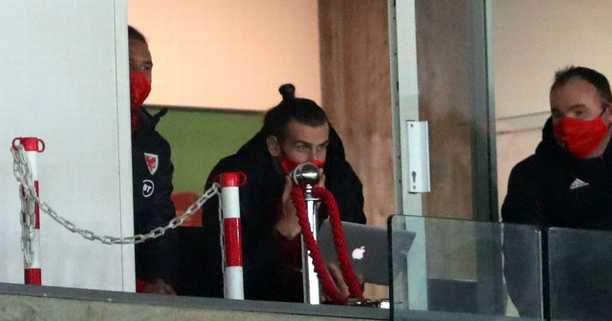 Kane mocks Bale after he was caught looking at his laptop during Wales game