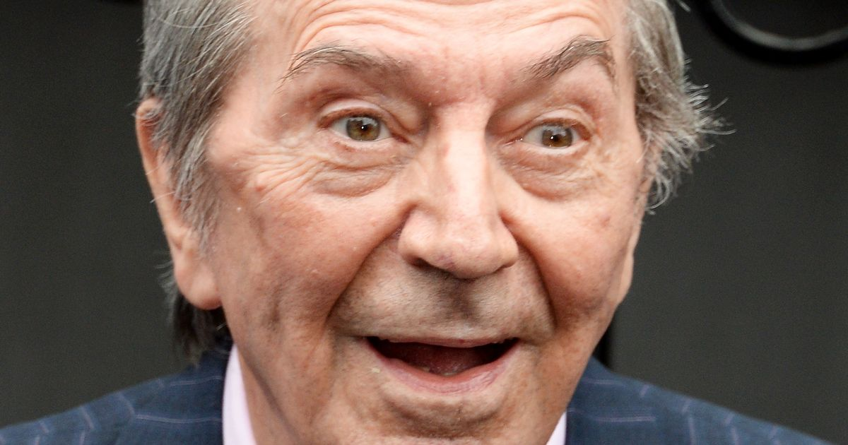 Des O'Connor died in hospital a week after suffering fall at home
