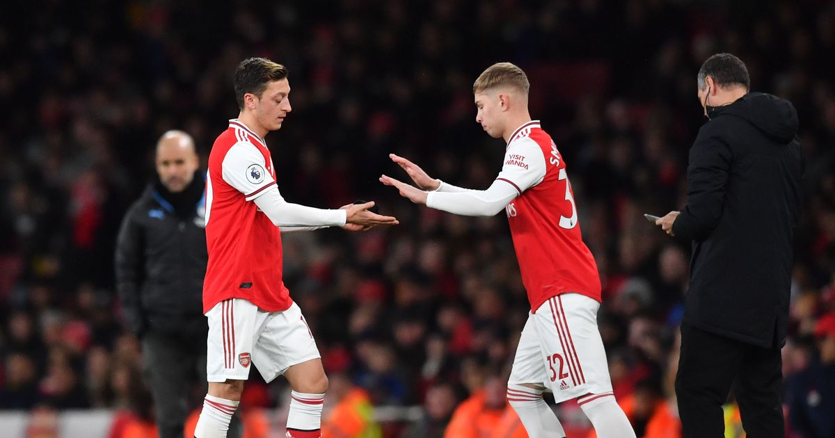Arsenal squad photo raises eyebrows amid Mesut Ozil and Smith Rowe questions