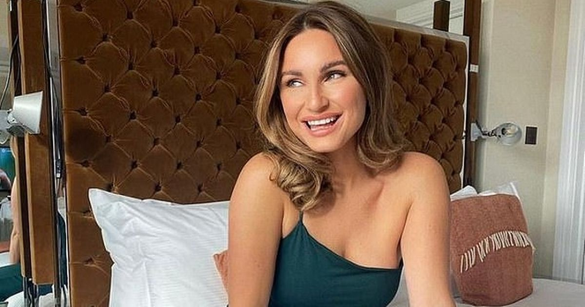 Sam Faiers slammed for using Anne Frank quote for 'positive' lockdown photo