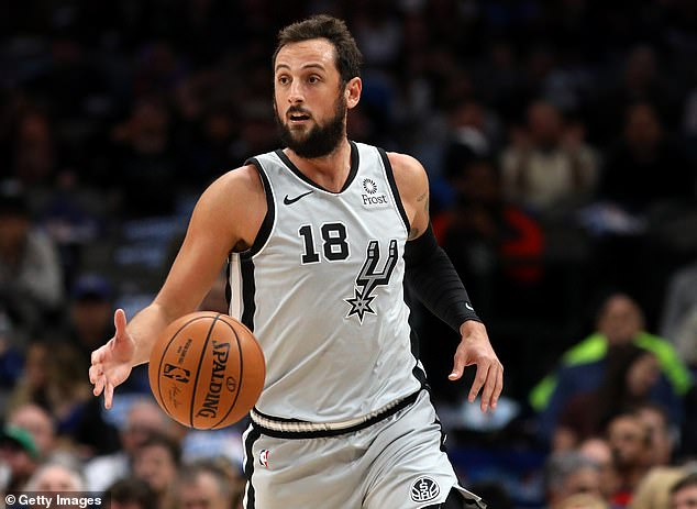 Spurs guard Marco Belinelli, a native of Italy, didn't travel far to meet with Pope Francis