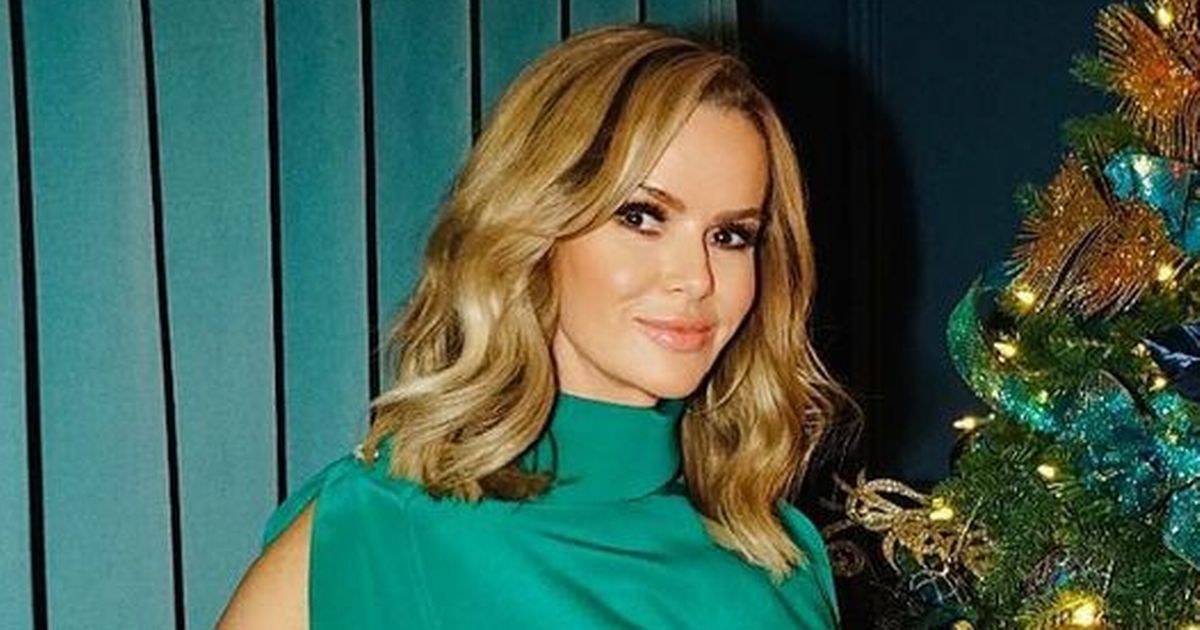 Amanda Holden full of festive glamour in matching Xmas tree and window blinds