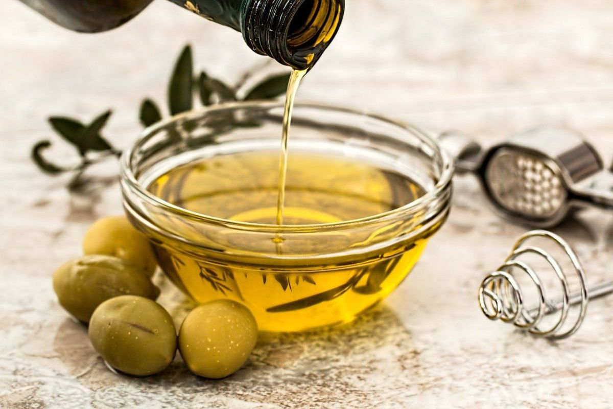 Why you should not buy large bottles or carafes of olive oil | The State