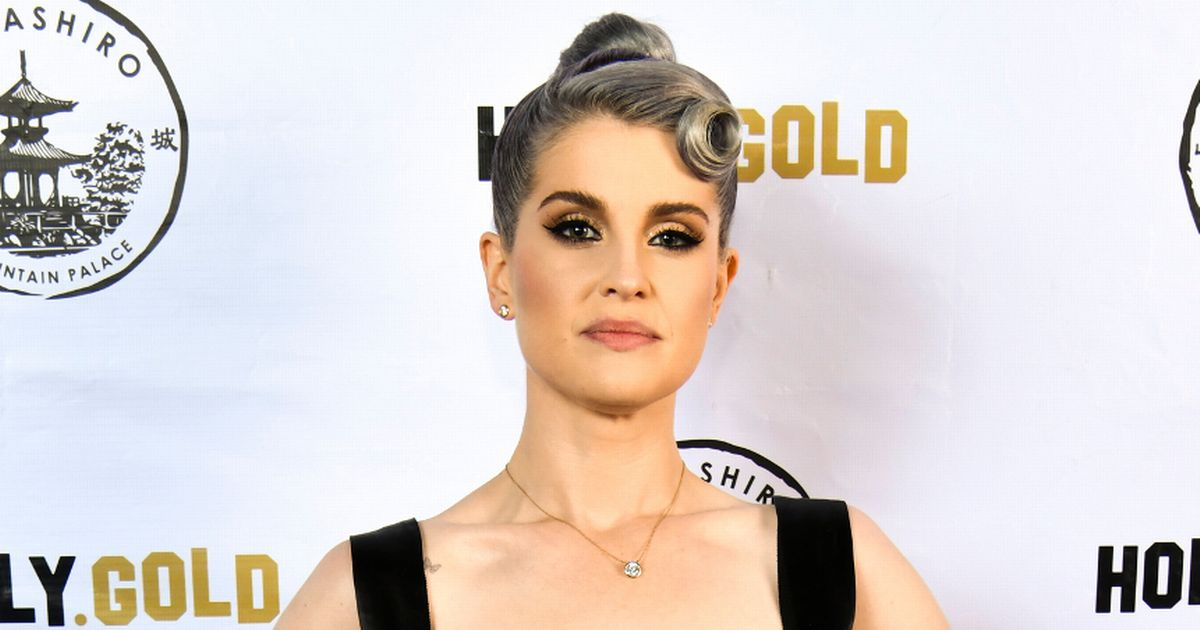 Kelly Osbourne showcases six stone weight loss in sweet pic with mum Sharon
