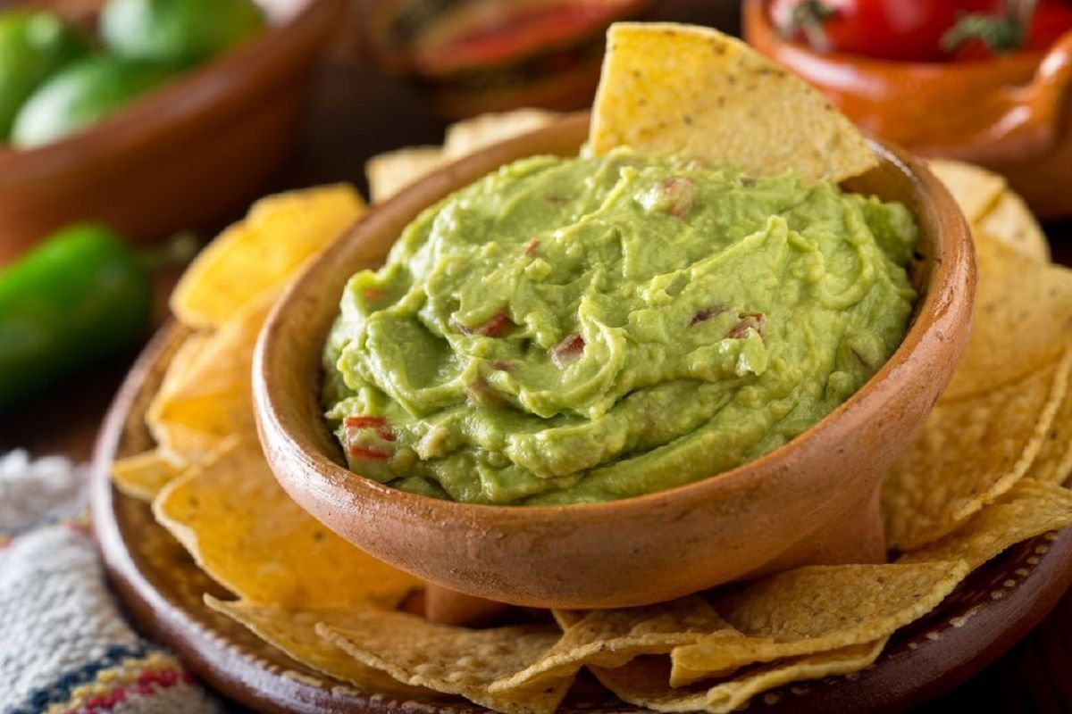 5 Ways To Make Guacamole By Celebrity Chefs | The State