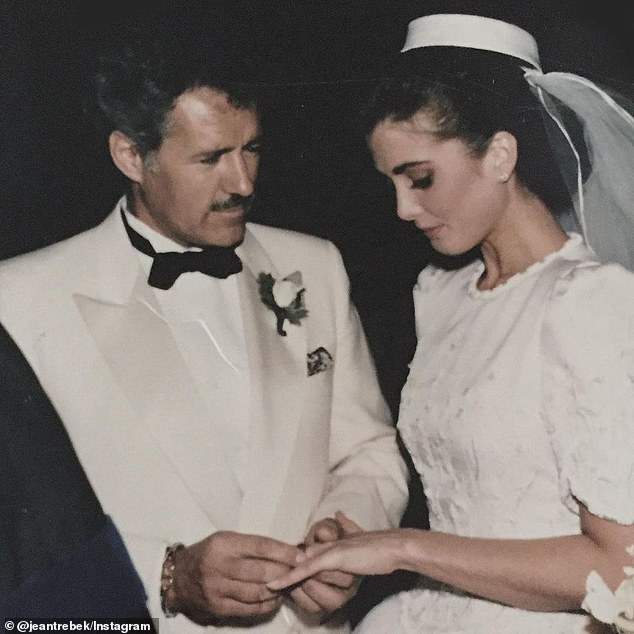 Alex Trebek's widow, Jean, shares a photo from the couple's wedding day in 1990 thanking fans