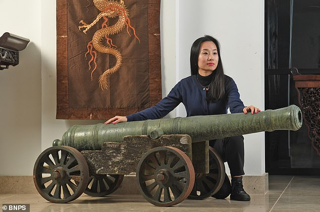 Chinese 18th century cannon goes up for auction for £100,000