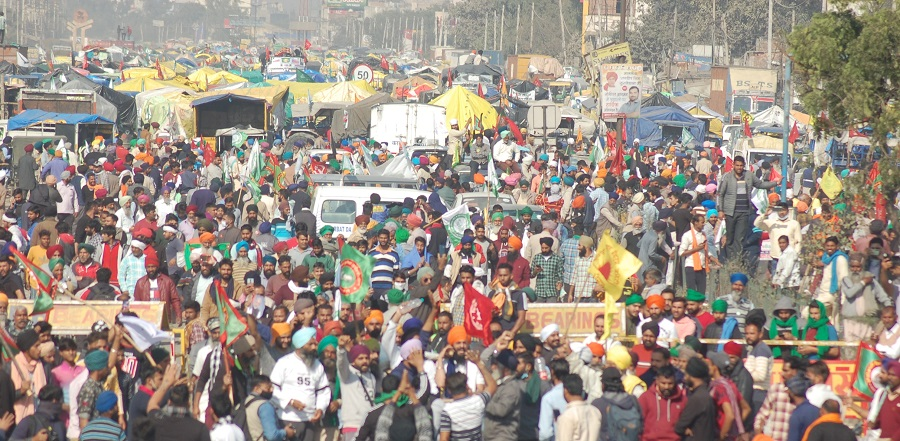 Delhi Chalo: Farmers stage dharna at Singhu border for second consecutive day