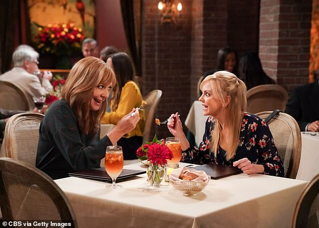 Fans have VERY mixed reactions to Mom's first episode without Anna Faris