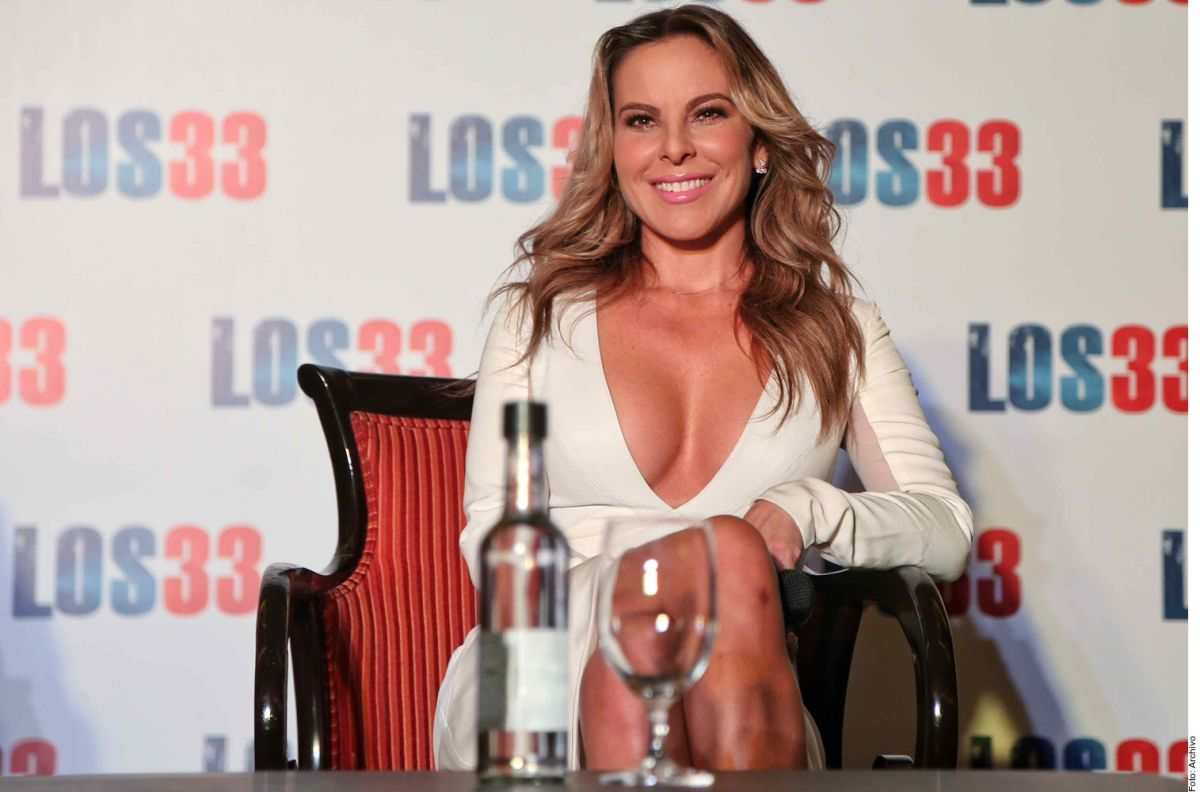 Kate del Castillo hikes up her skirt and shows part of her panties and mesh stockings | The State