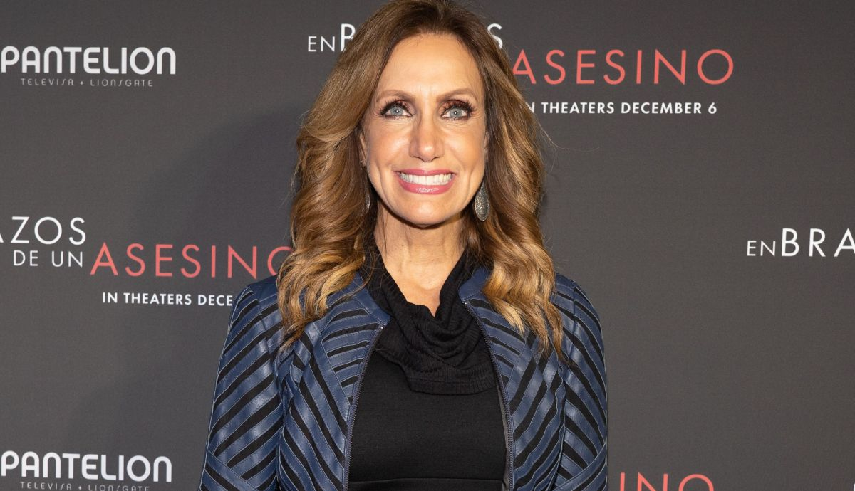 "Lili Estefan drives her fans crazy with a miniskirt and they call her a ""schoolgirl"" 