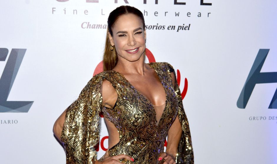 Lis Vega falls in love with her fans by exhibiting her voluptuous curves in a bikini | The NY Journal