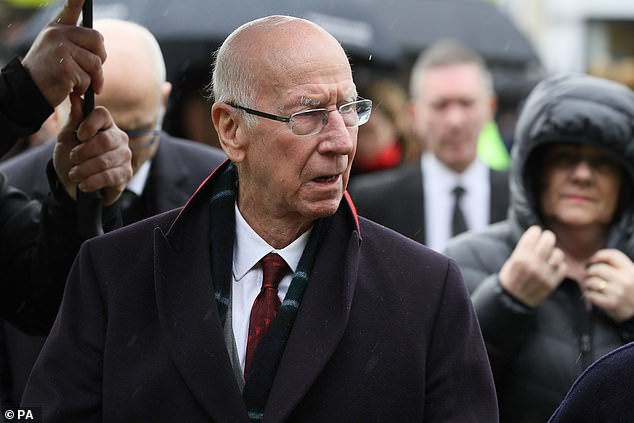 Manchester United and England great Sir Bobby Charlton diagnosed with dementia