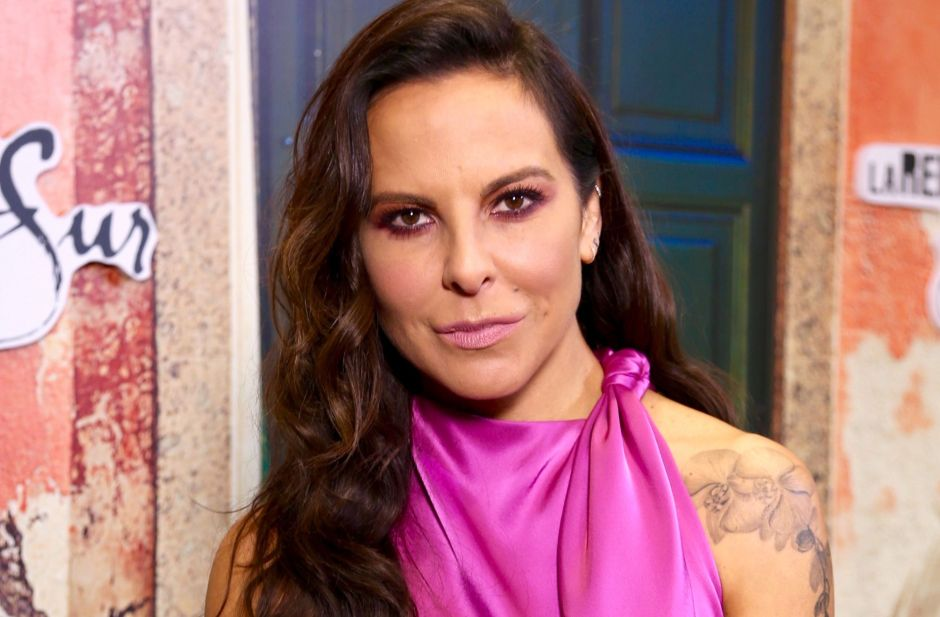 "On the verge of crying, Kate del Castillo spoke of the ""injustices"" of Donald Trump but the public called her ""Narco"" 