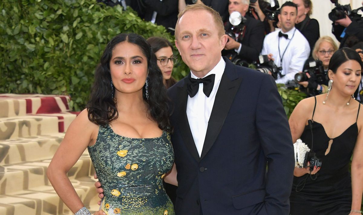 "Salma Hayek shows off her ""boobies"" riding on her husband's shoulders 
