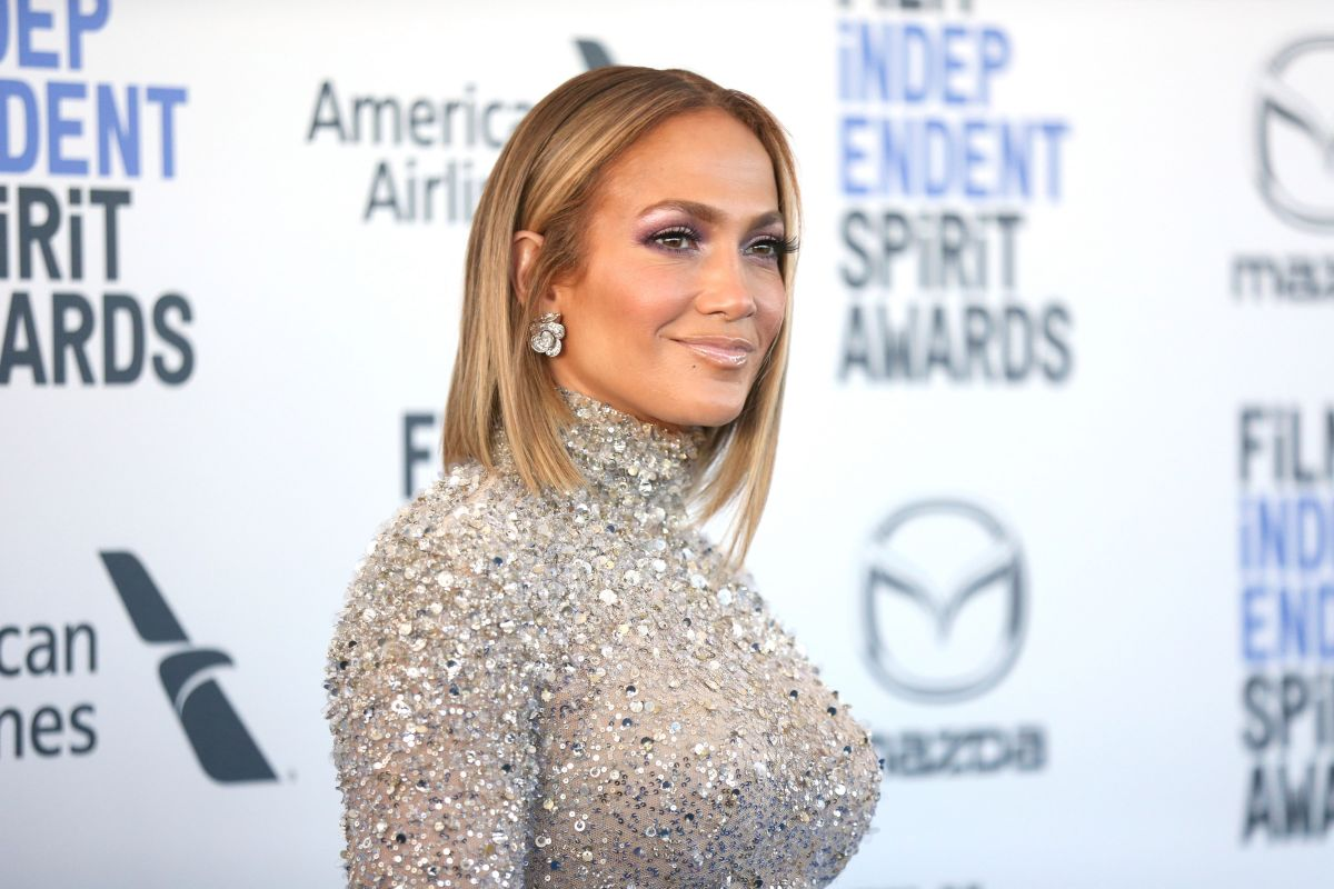 The transparencies of Jennifer López's body that left her curves exposed at the 2020 AMAs | The State
