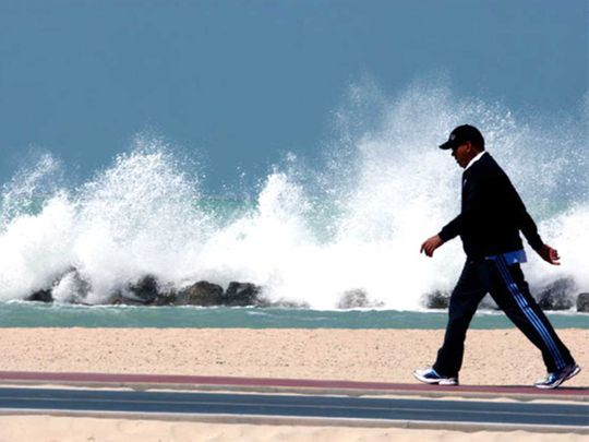 Weather: Cloud formation in Fujairah, 7-foot-high waves off UAE coast, residents warned
