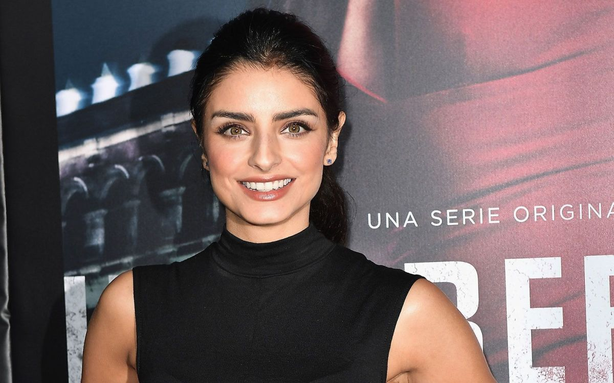 What does Aislinn Derbez inject to make herself feel better? | The State