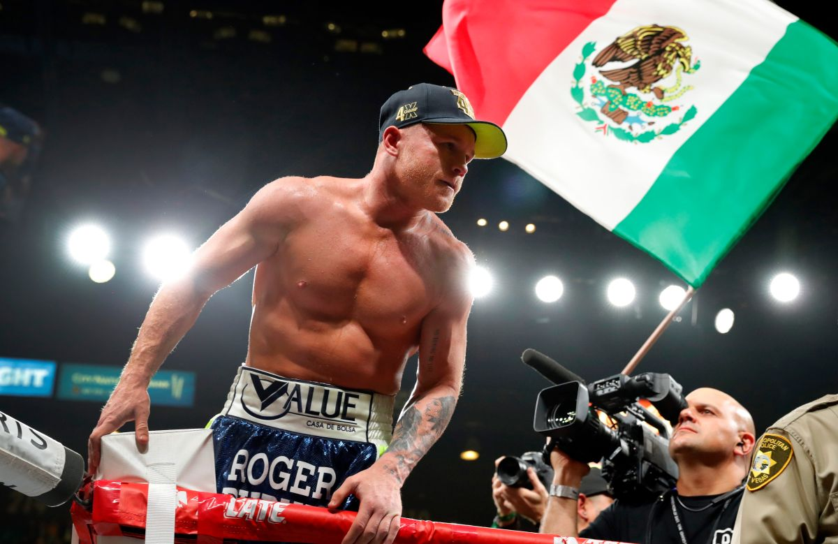 """""""Canelo"""" Álvarez is already in San Antonio; traveled """"comfortable"""", with an outfit of more than $ 2,800 dollars 