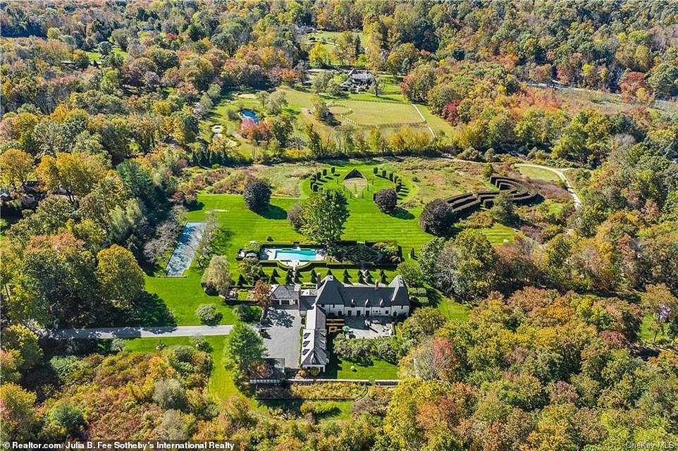 Anyone who buys the home will have easy access to green spaces. The house is located just a stone¿s throw away from Waccabuc Country Club and Ward Pound Ridge Reservation, a nature preserve which is the latest park in Westchester County