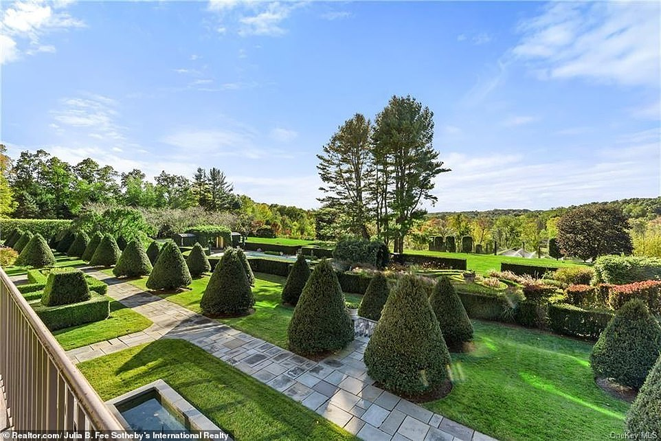Melissa Colabella, a real estate agent for Sotheby¿s International Realty, said parts of the property were ¿reminiscent of Versailles and Storm King,¿ which is a popular sculpture garden in Mountainville, New York