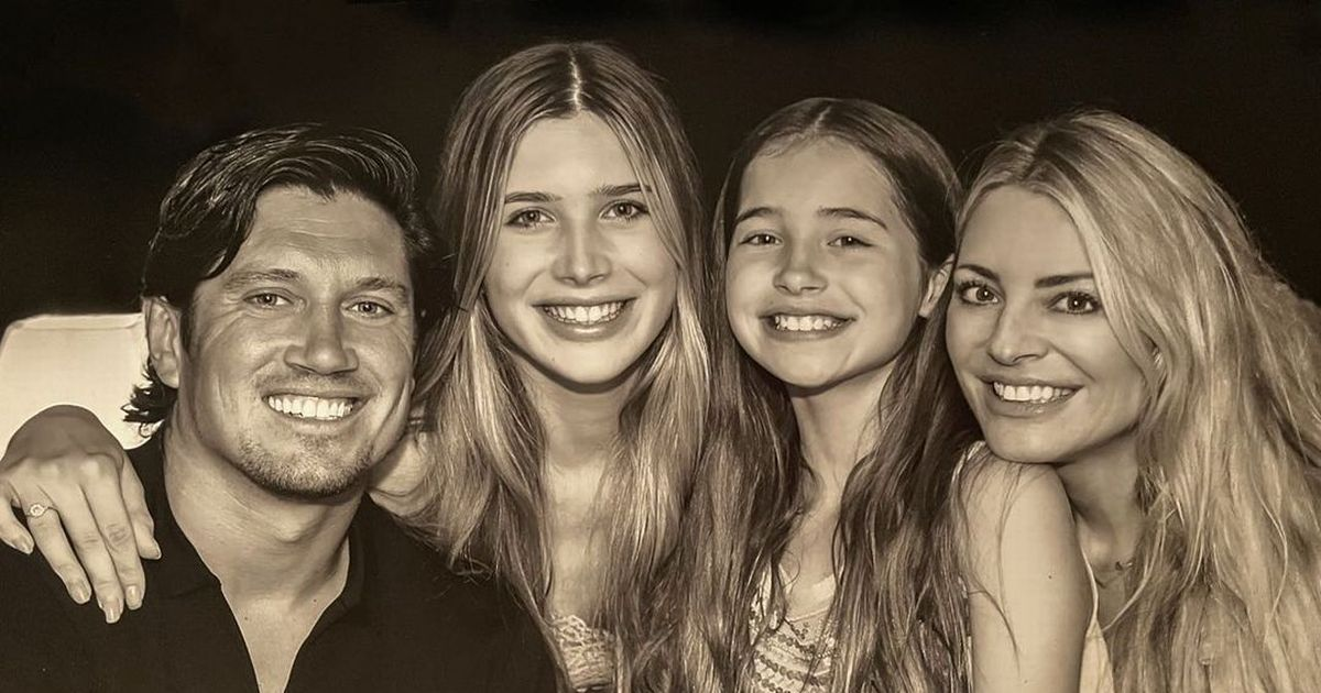 I'm A Celebrity star Vernon Kay's daughters bake him cookies as he heads home
