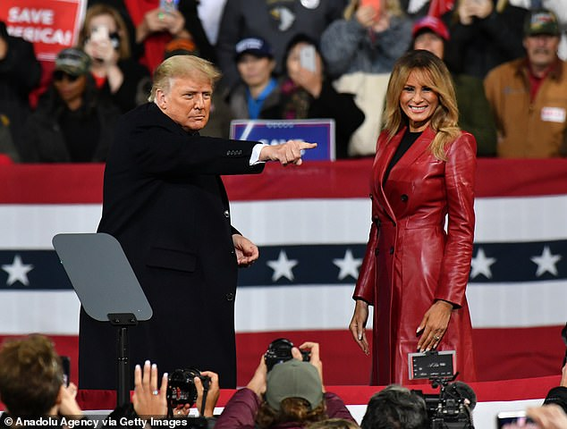 Neither the President or the First Lady donned face coverings to the event in Georgia last night