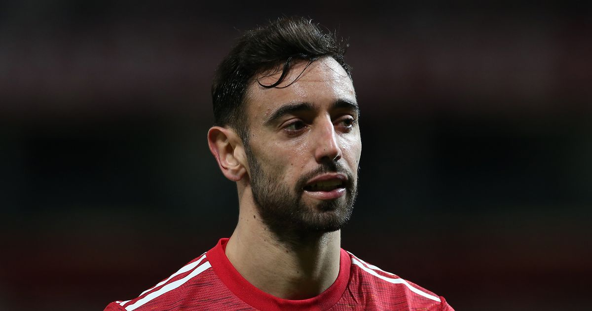 """Gary Neville claims """"appalling"""" Man Utd """"can't play without Bruno Fernandes"""""""