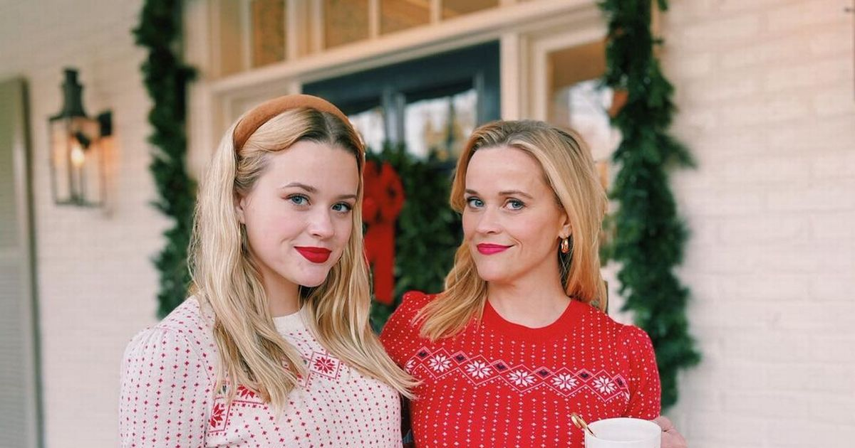 Reese Witherspoon and mini-me daughter Ava look identical in matching jumpers