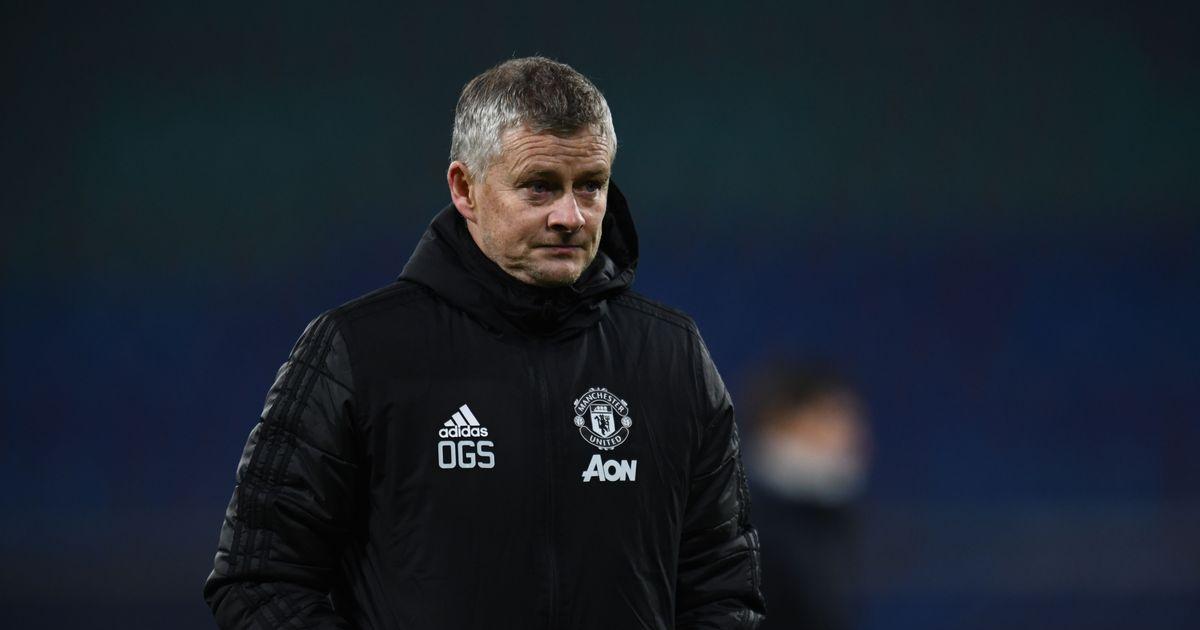 Man Utd's Ole Gunnar Solskjaer stance with Mauricio Pochettino waiting