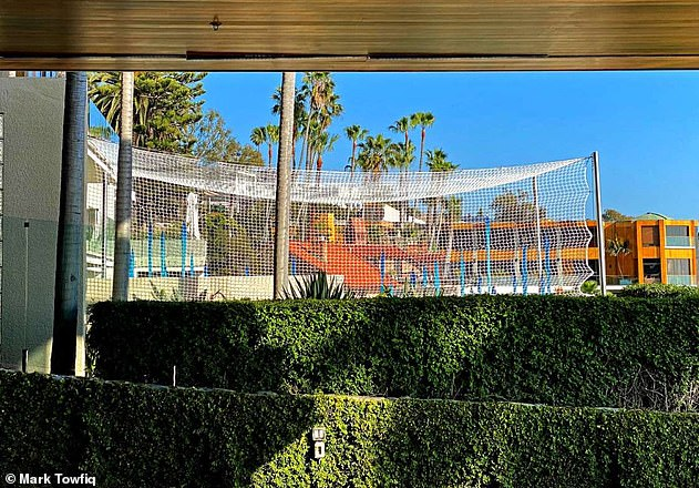 Apparently, Towfiq did not have an issue with the glass sculpture until Gross began to install elaborate netting (above) to protect it from 'vandalism' and environmental damage