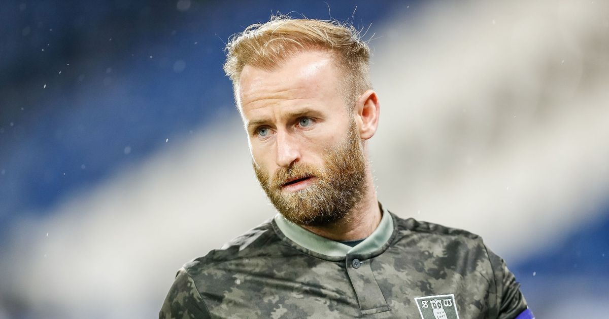Bannan offered new two-year Wednesday deal but wants transfer assurances