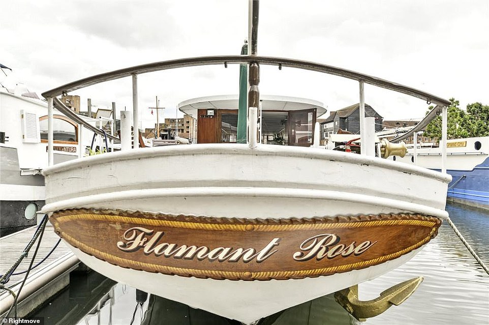 A quick translation: The houseboat is named Flamant Rose, the French for Pink Flamingo