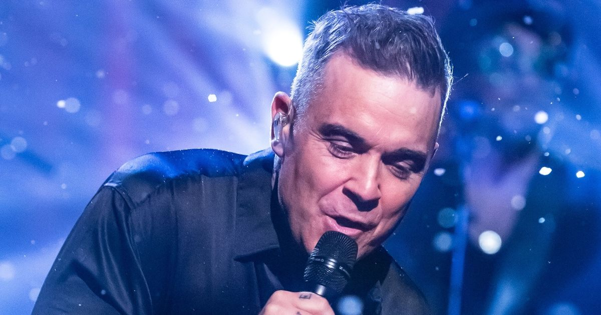 Robbie Williams admits he can't remember lyrics to his hits and needs autocue
