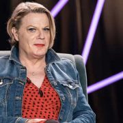 Eddie Izzard wins praise for asserting use of 'she' and 'her' pronouns