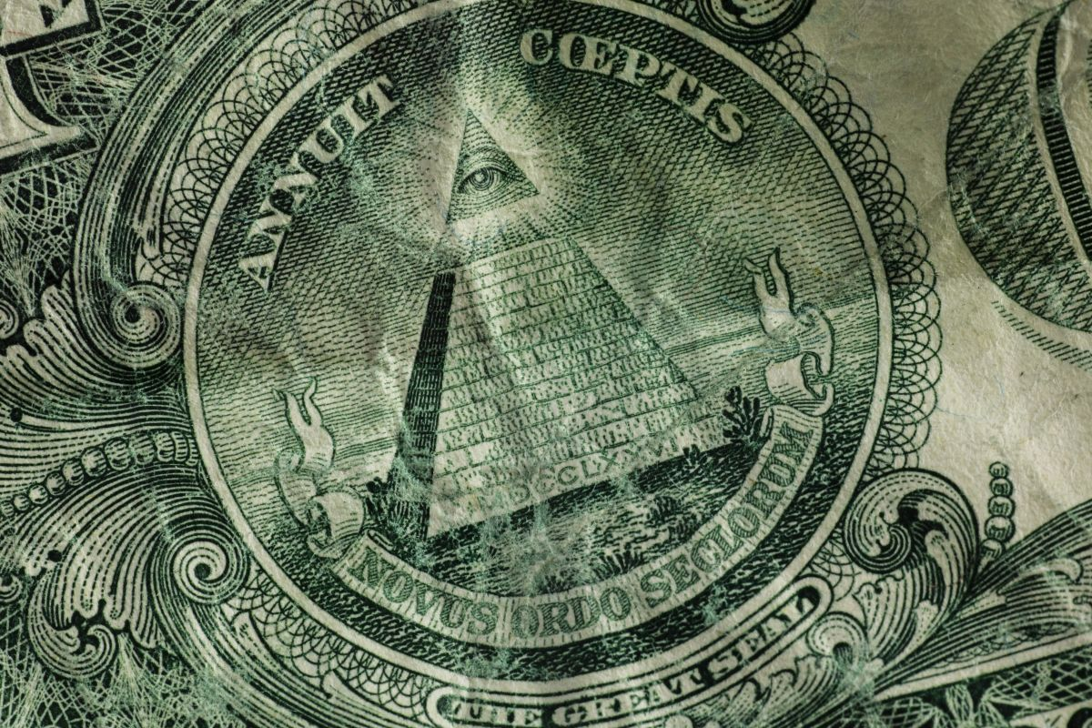 The true origin of the triangle with an eye inside that appears on dollar bills (and the theories it fuels) | The State