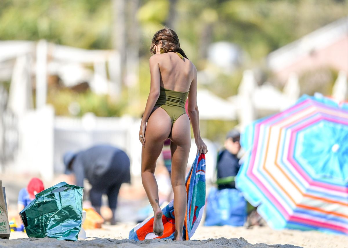 Emily Ratajkowski turned heads on the beach, pregnant and in a small bikini | The State