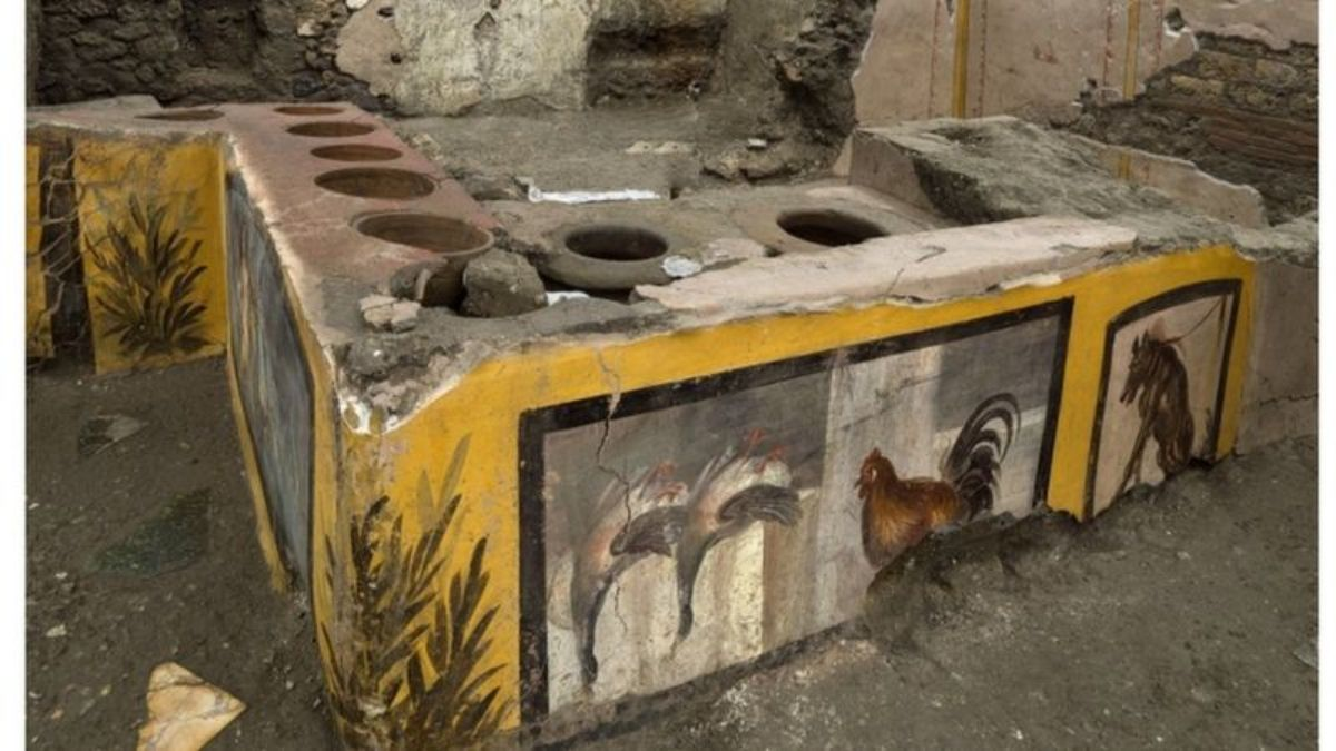 """The extraordinary find of a """"fast food"""" stand in Pompeii 