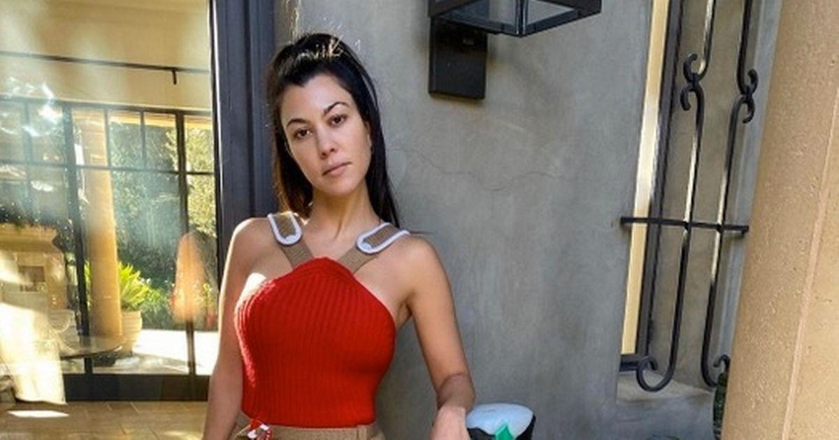 Kourtney Kardashian lectures fans against plastics as she fills fridge with them