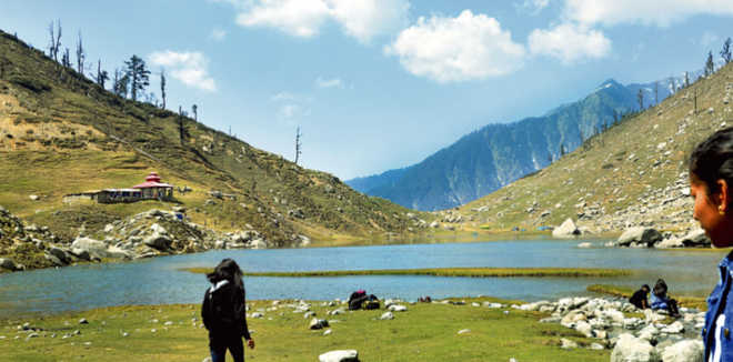 73 rescued from Himachal's Dhauladhar range