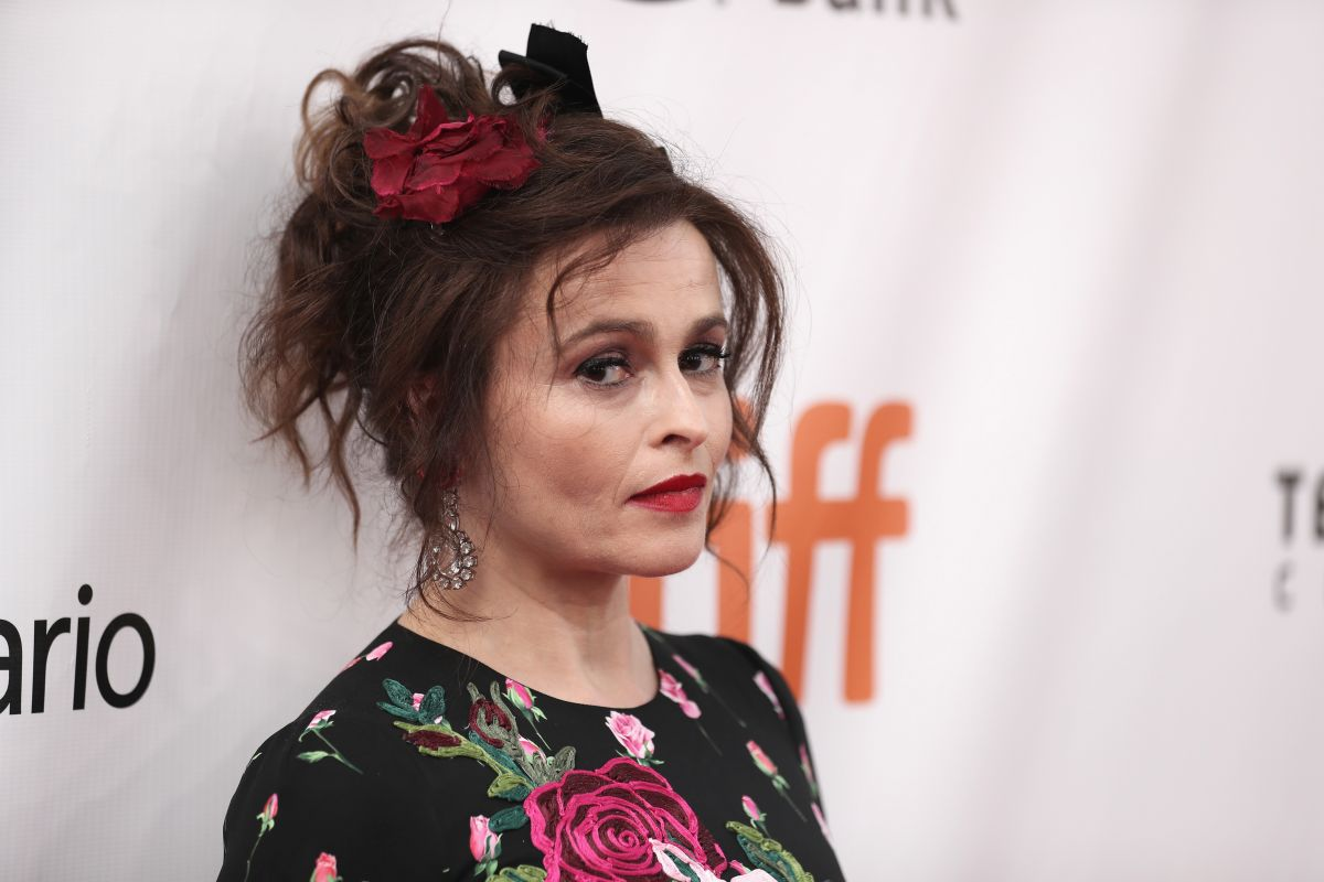 """""""A vibrator and a very heavy blanket"""": Helena Bonham Carter reveals her survival kit for confinement 