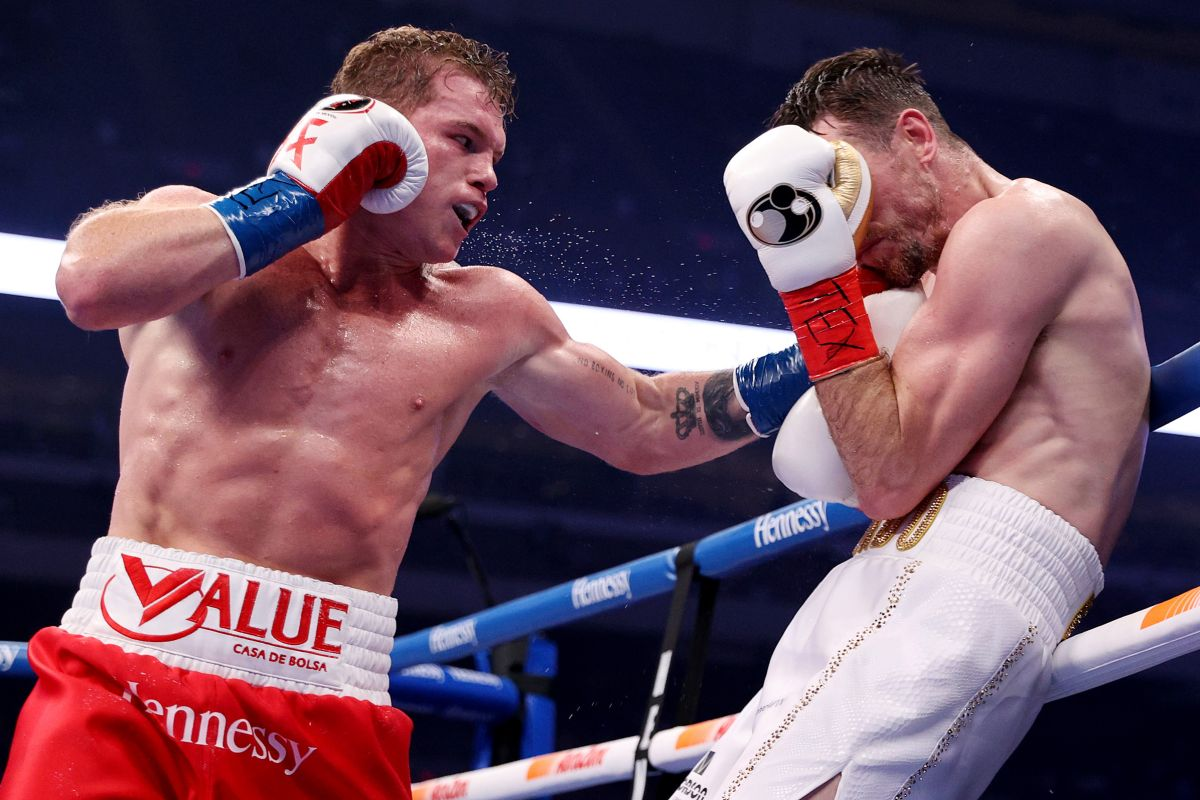 """Canelo"" Álvarez easily defeats Callum Smith and the memes of his detractors appear 