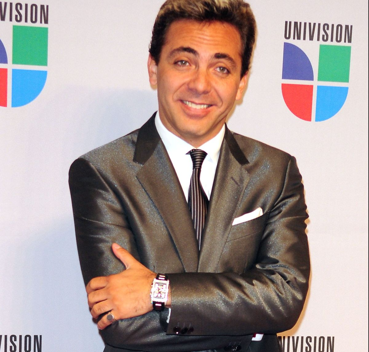 Cristian Castro takes a bottle and very proudly shares it on his social networks | The State