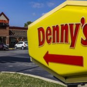 Desperate Resignation of a Denny's Employee by Customers Who Refused to Wear a Mask | The State