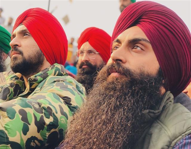Diljit Dosanjh 'quietly' donates Rs 1 crore to buy warm clothes for protesting farmers; Twitter 'salutes' him