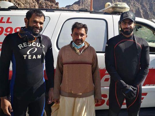 Dubai Police retrieve  tourists' valuables that fell into Hatta Dam