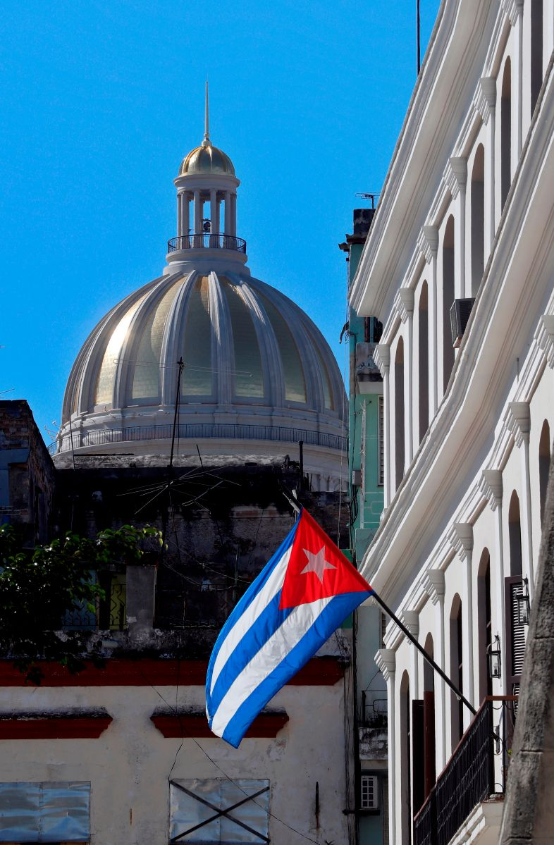 "Elimination of the convertible peso in Cuba from January would be a ""very harsh shock therapy"" 